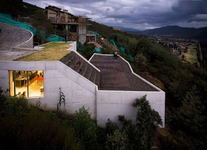 Columbian Downslope Home Architecture Houses On Slopes House