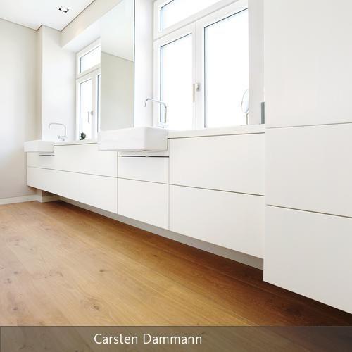 Badezimmer mit Eicheboden | Badezimmer verlegen, klassisches ...