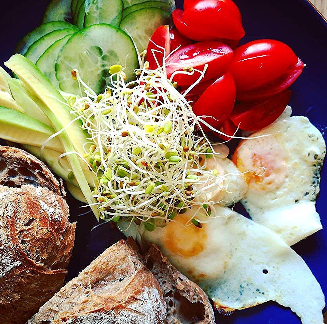 #śniadanie #ogórek #pomidor #awokado #breakfast #fit #tomato #avocado #instafood #healthyfood #food #poland #zdrowejedzenie #jajko #warzywa #zdrowo #sniadanie #goodmorning #wiemcojem #yummy #kiełki#śniadanie #ogórek #pomidor #awokado #breakfast #fit #tomato #avocado #instafood #healthyfood #food #poland...