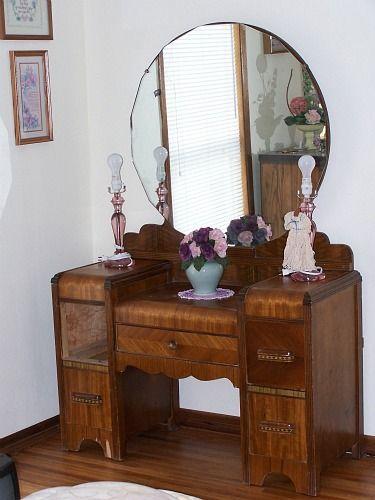 Thrift Store Junkies Vintage Vanity Dresser With Mirror Dresser With Mirror Vintage Vanity Vanity Room Decor