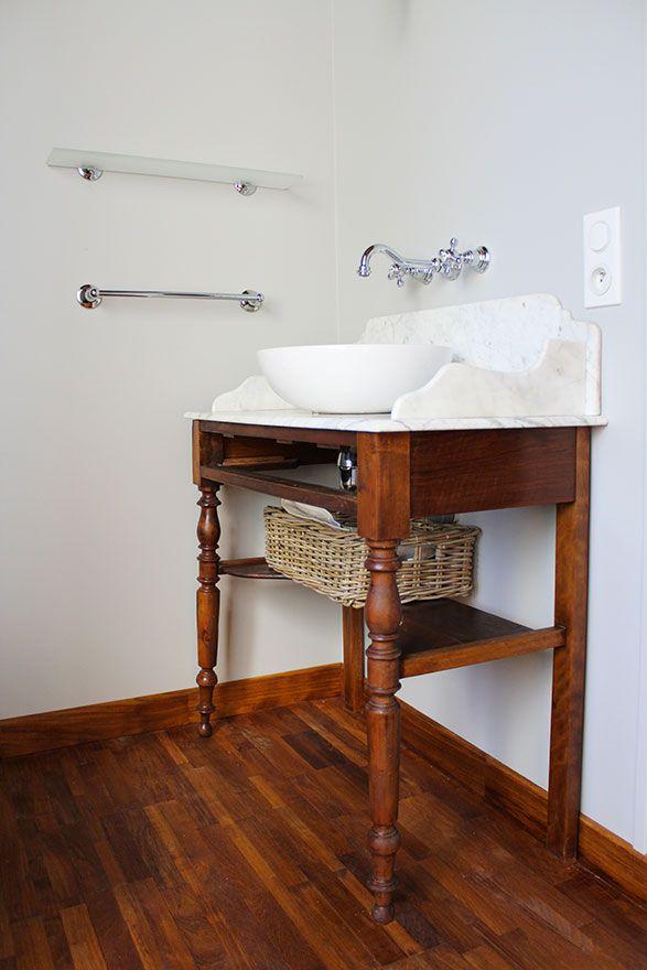 Salle de bain zelliges - Atelier Joseph - Meuble de toilette ancien