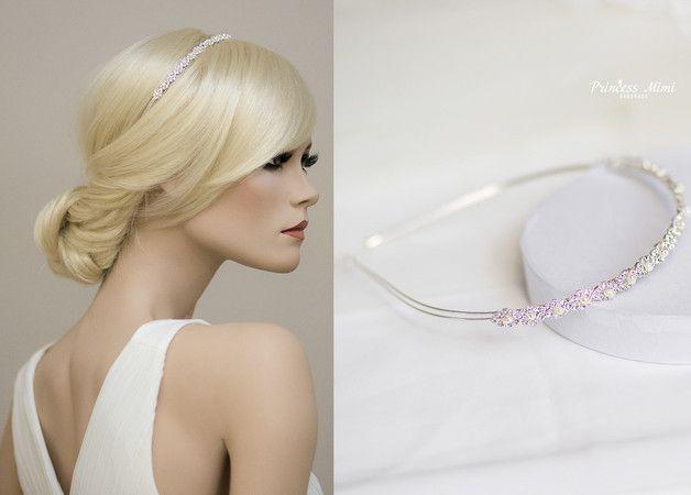 **Kollektion ♥Luxury Wedding♥: Ein besonders glitzernder Eyecatcher für jede Brautfrisur:**   Der Haarschmuck besteht aus Zuchtperlen, Strasssteinen und wird durch einen Haarreif in der...