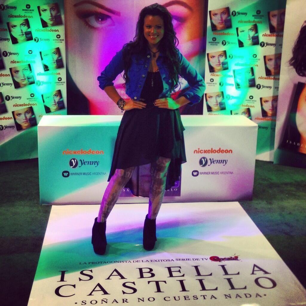 Isabella Castillo en el Yeni de Unicenter para la firma de autógrafos