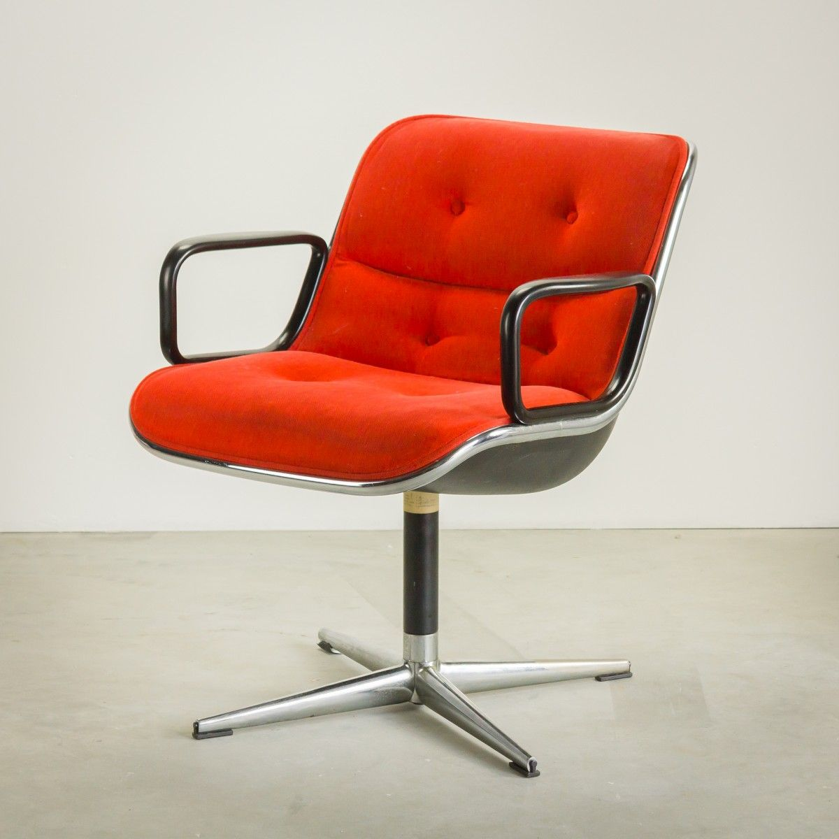 red-velvet-executive-chair-by-charles-pollock-for-knoll