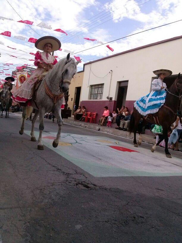 Escaramusas. Zapotiltic, Jalisco. Desfile del Señor del perdón.  Mayo, 30.
