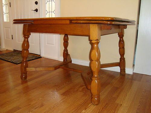 House Willett Maple Dinette Table With Built In Extensions