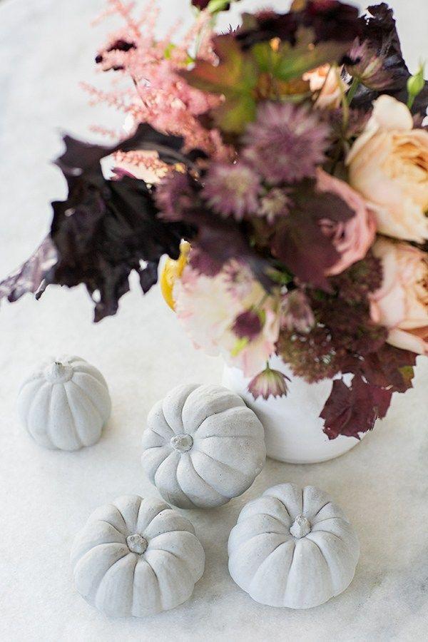 DIY Concrete Pumpkins /Modern Fall Home Decor / Fall DIY / DIY / Pumpkin DIY / Fall Entertaining / Fall Centerpiece / Concrete Craft / Easy Entertaining