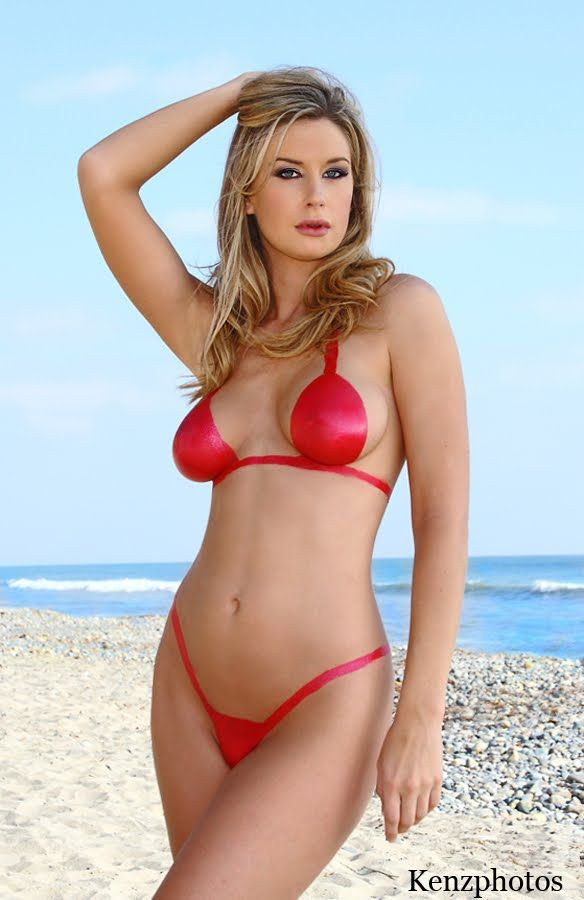 model paint beach Bikini