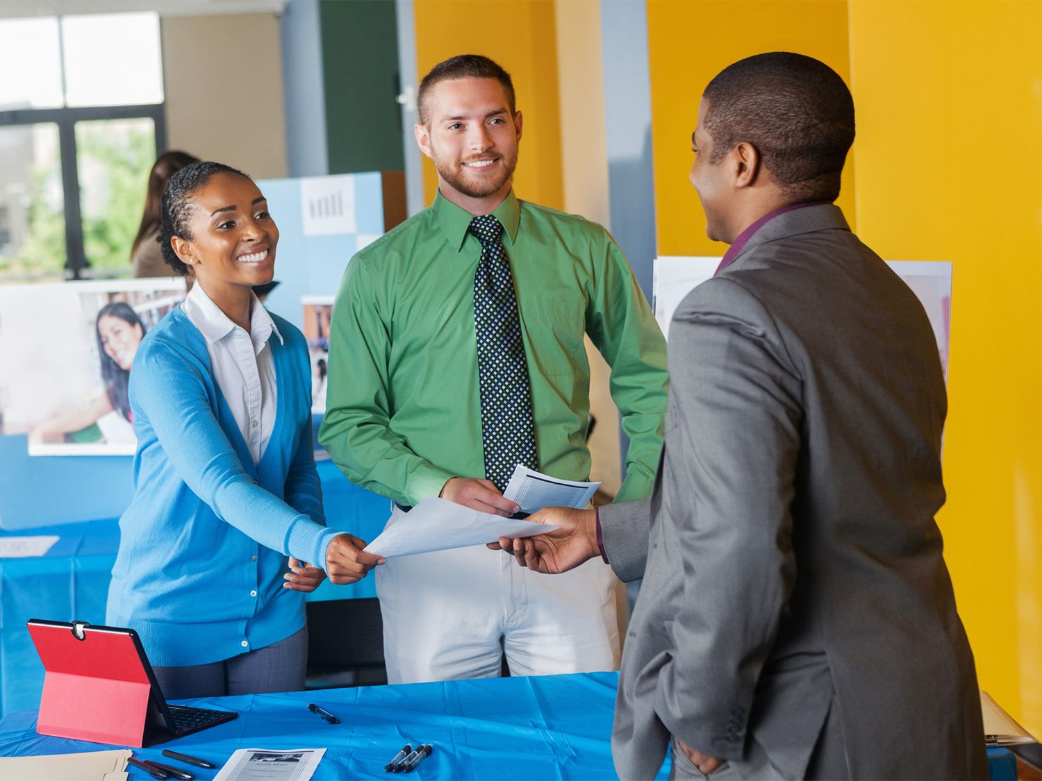 How to make the most out of college fairs career fair