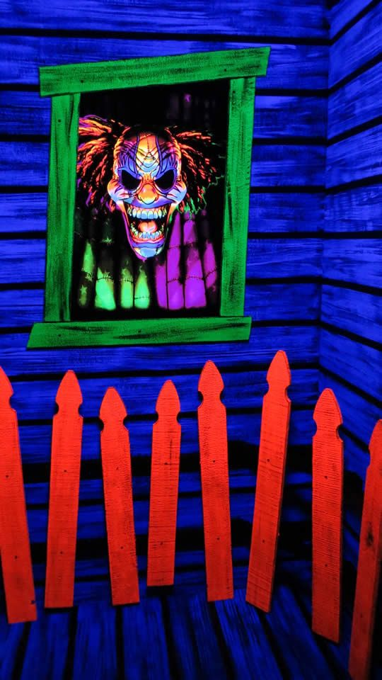 Black Light decorating/ideas for halloween party on ...