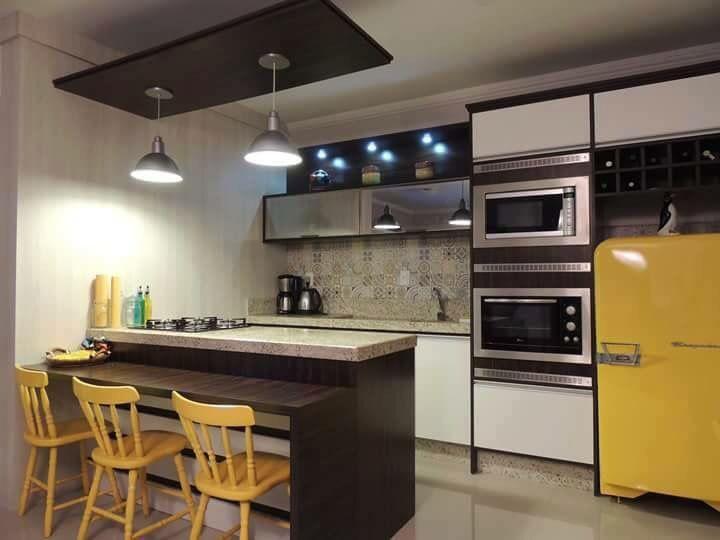 Cozinha Com Ladrilho Hidráulico, Torre De Eletros E Geladeira Amarela  #cocina #homedecor # · Kitchen IdeasKitchen DesignHouse ...