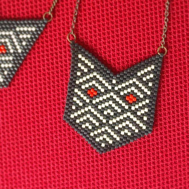 Deux yeux flamboyant, un loup talisman. #brickstitch #miyukibeads #perlesaddict #perles #tissageperles #jenfiledesperlesetjassume #PerlesAddictAnonymes #red #loup #generalmotif