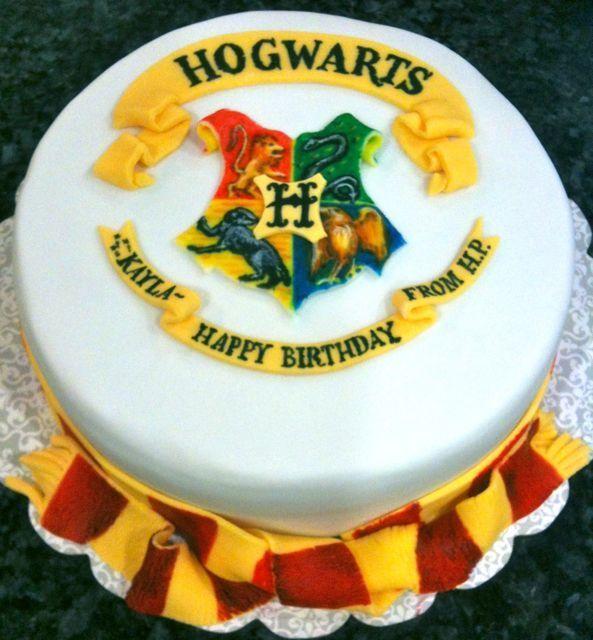 Hogwarts Crest Cake Stuff to Show my Sister Pinterest Harry