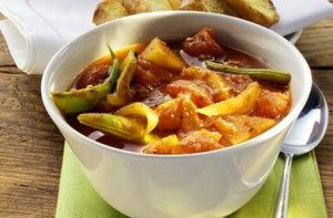 Vegetable pepper pot with tomatoes and green beans - 50 things to make with tinned tomatoes
