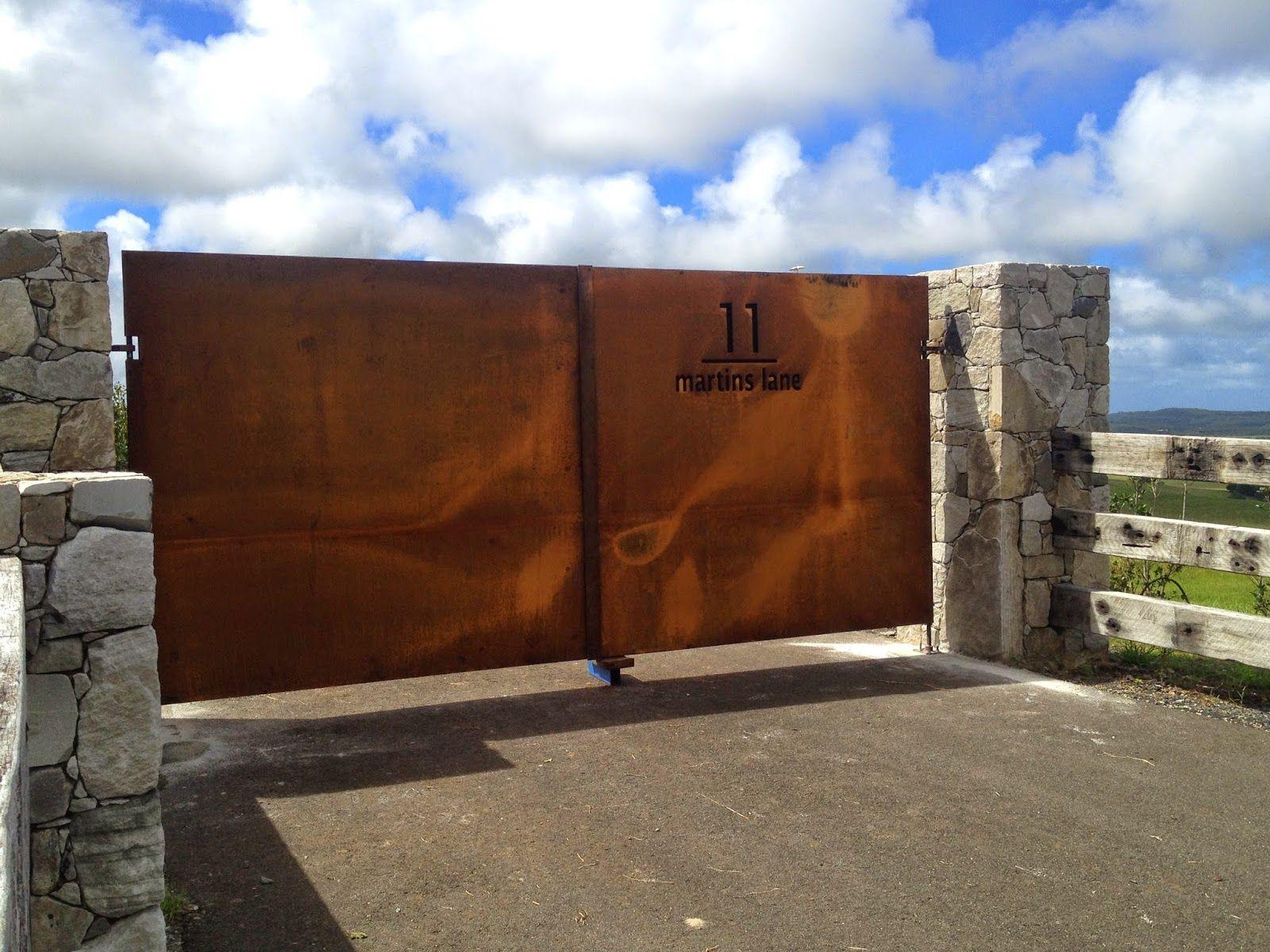 Bespoke wrought iron corten entrance gates acero corten - Acero corten ...