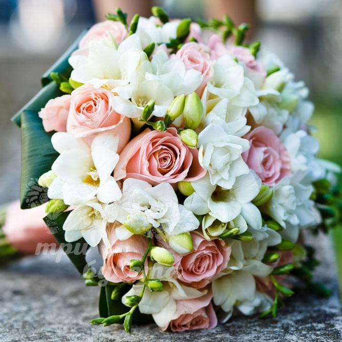 Купить букет невесты из роз и фрезий «Лучший день» в ...