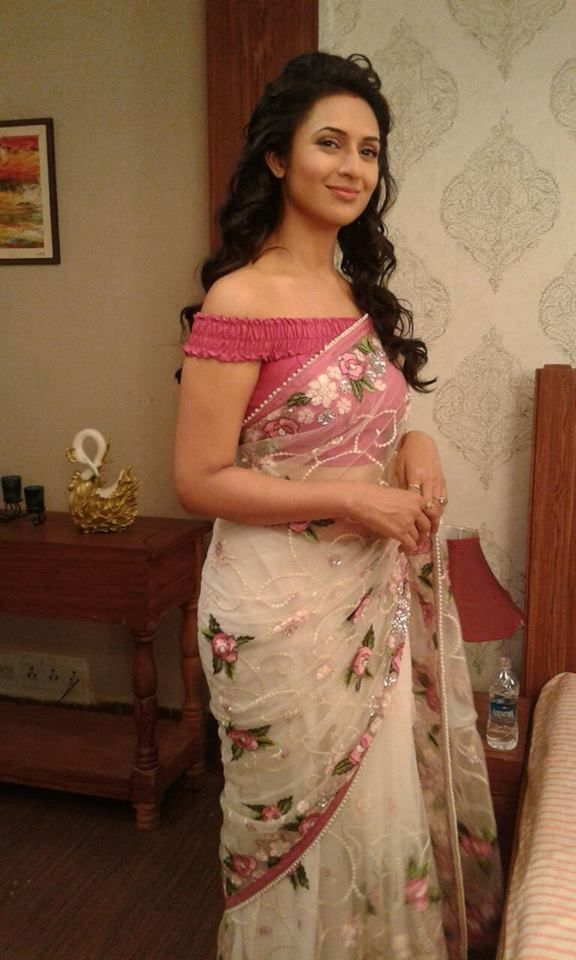 0df8d55be6130 Divyanka Tripathi In A White Floral  Saree With Rose Pink Off The Shoulder   Blouse.
