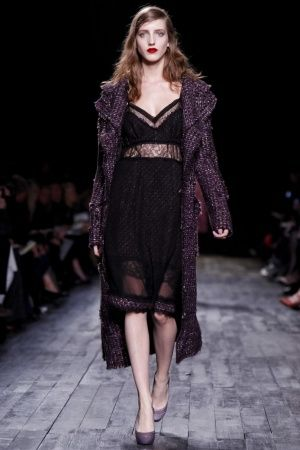 f52aa65de90 This look is flawless! So much love for this Nina Ricci!   S T Y L E ...