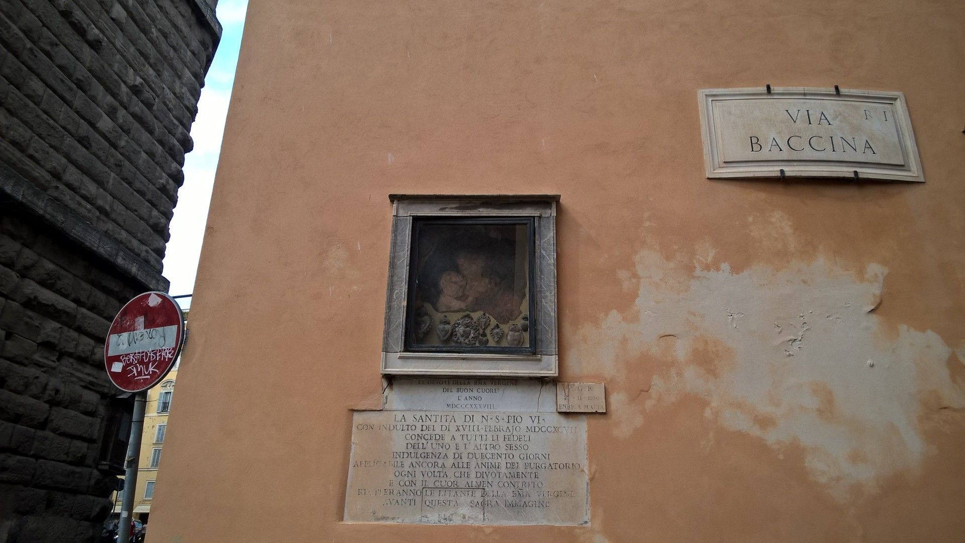Rome in August - Via Baccina.  http://romandespatches.blogspot.co.uk/2015/08/rome-in-august-via-baccina.html