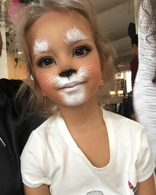 Kinder schminken Katze? Hase?