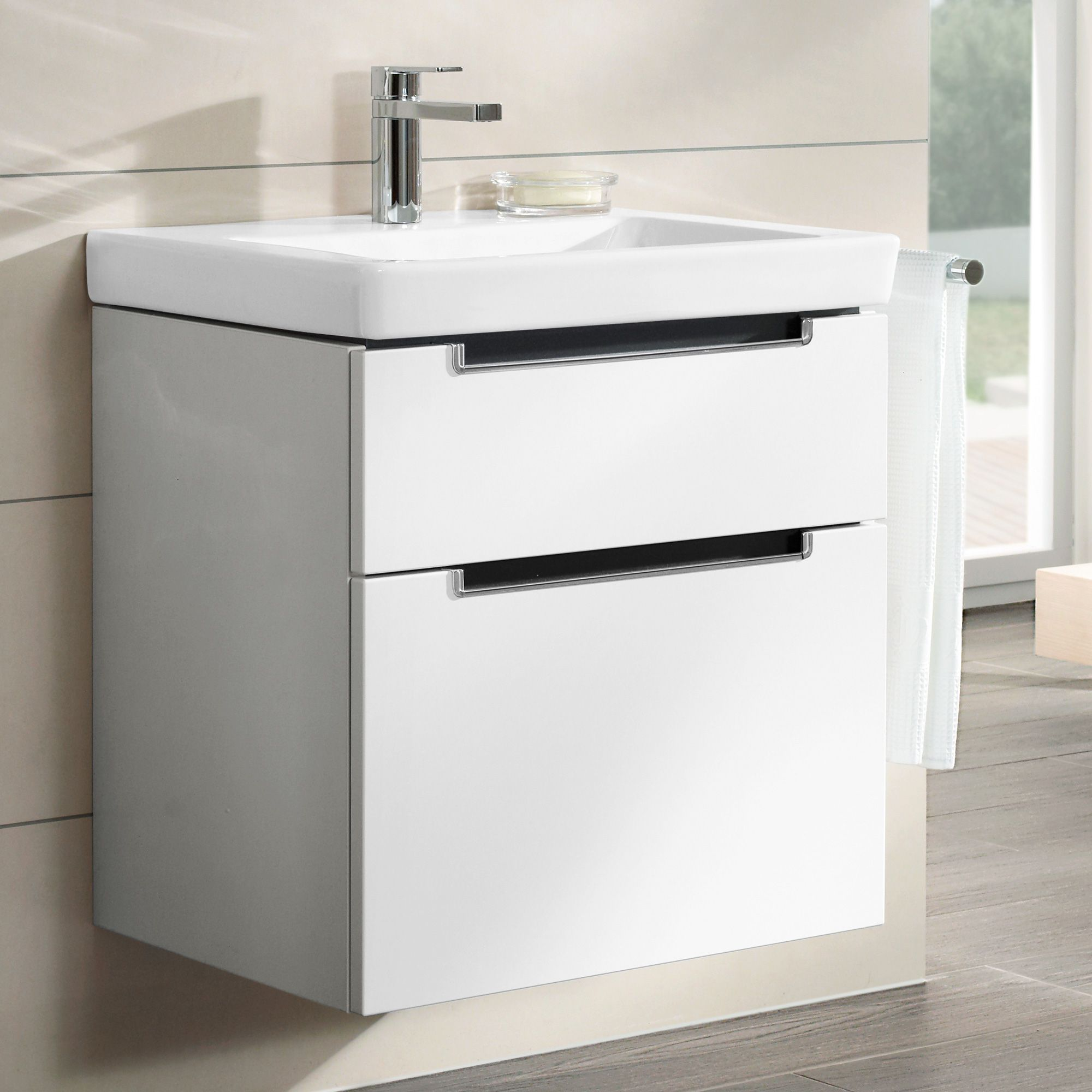 villeroy boch subway 2 0 waschtischunterschrank mit 2 ausz gen glossy white bath. Black Bedroom Furniture Sets. Home Design Ideas