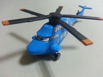 100% originele--- pixar cars gegoten figuur speelgoed 1:55 schaal- dinoco helikopter # 27 de wereld van de auto' s editie koning dinoco