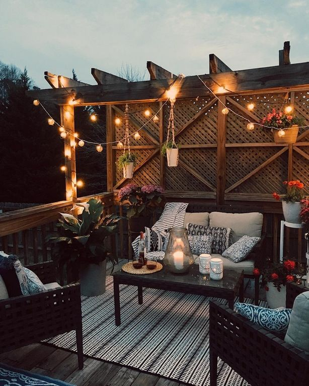 I would love to wind down after work on this cozy outdoor patio