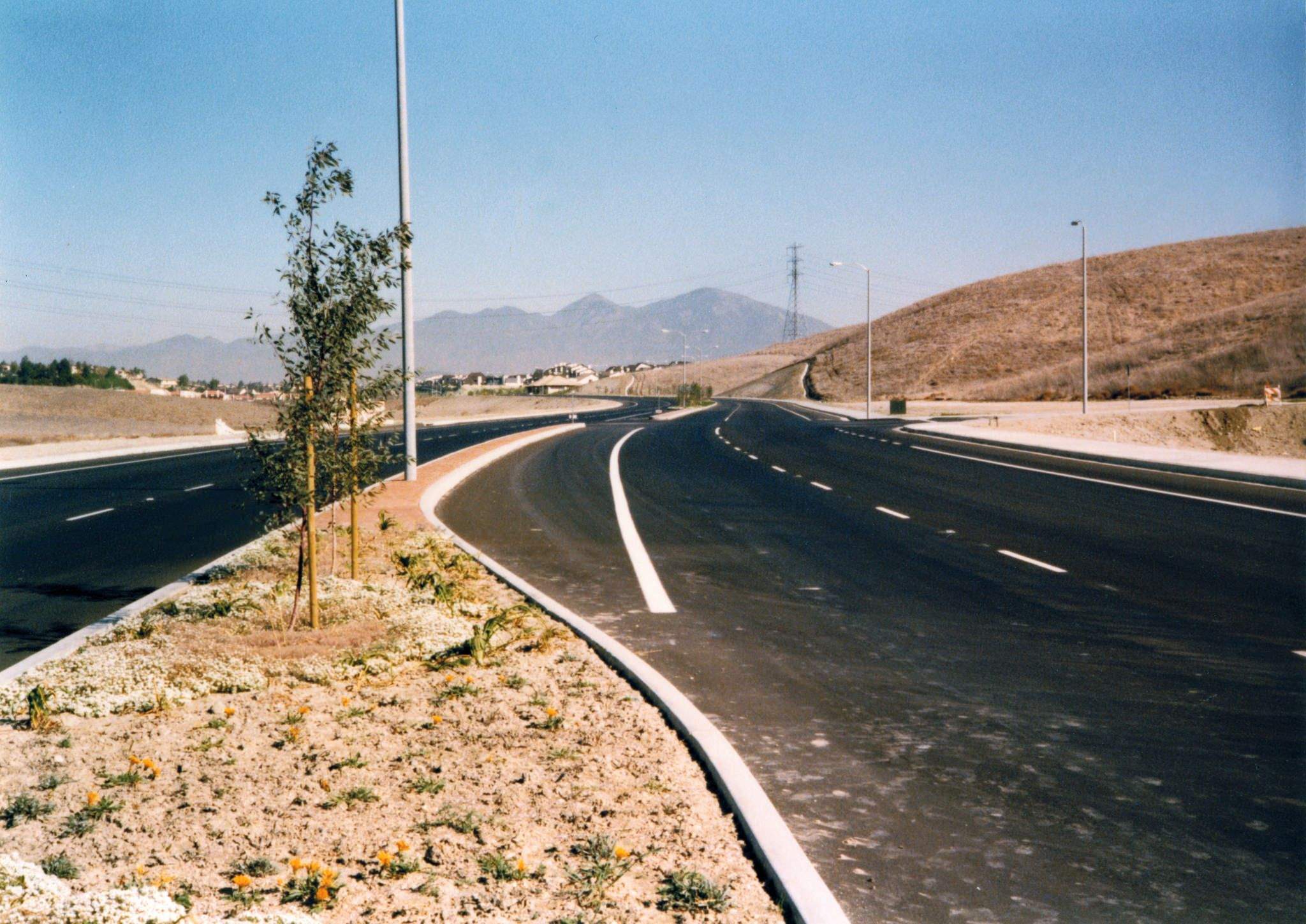 "https://flic.kr/p/BmmgGc | Alicia Pkwy, Laguna Hills, looking east, 1979 | There are no known copyright restrictions on this image. All future uses of this photo should include the courtesy line, ""Photo courtesy Orange County Archives.""  Comments are welcome after reading our Comment Policy."