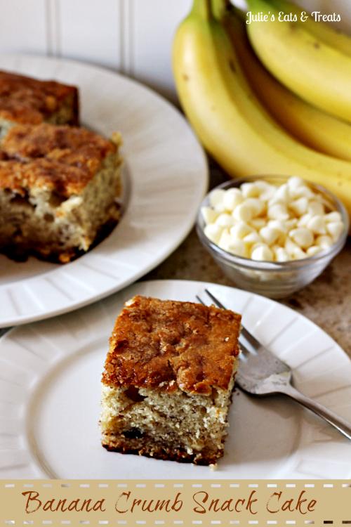 Banana Crumb Snack Cake ~ Moist banana cake, full of white chocolate chips and topped with brown sugar! via www.julieseatsandtreats.com