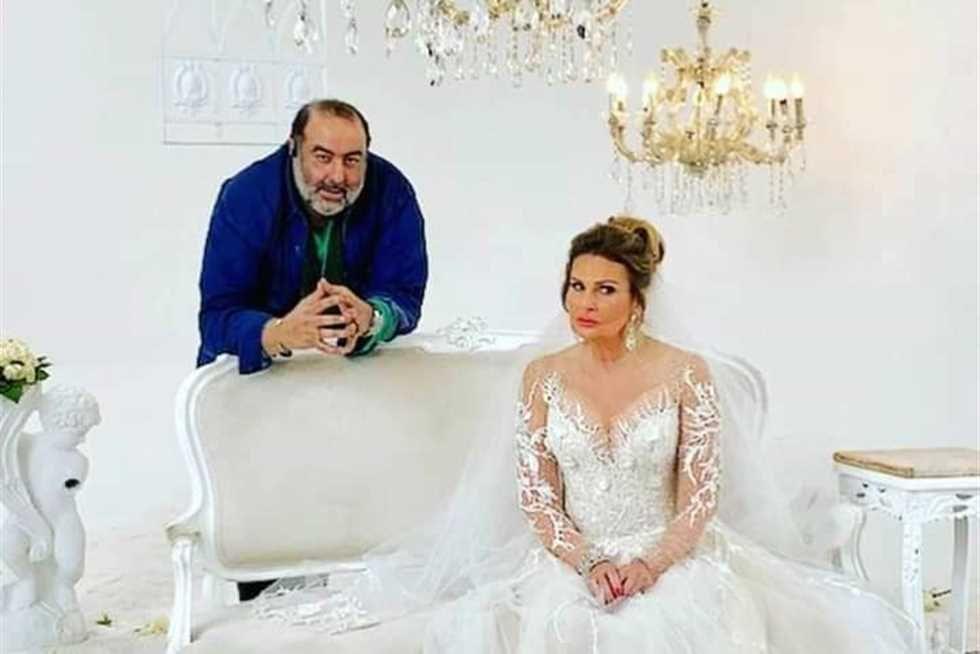 يسرا بفستان الزفاف سامح عبد العزيز يروج لـ حرب أهلية على وضعنا In 2021 Wedding Dresses Mermaid Wedding Dress Mermaid Wedding