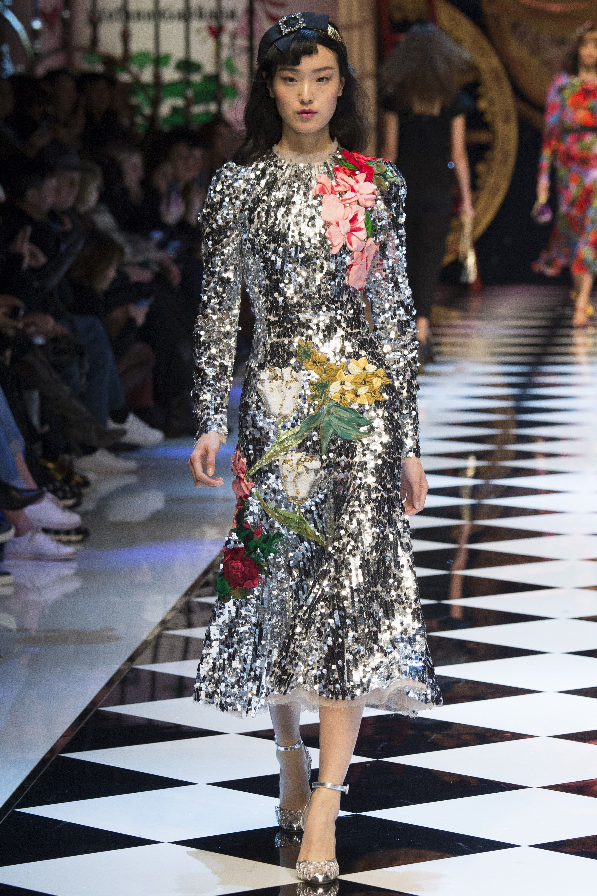 7123efe57c7 Dolce   Gabbana Fall 2016 Ready-to-Wear Collection Photos - Vogue
