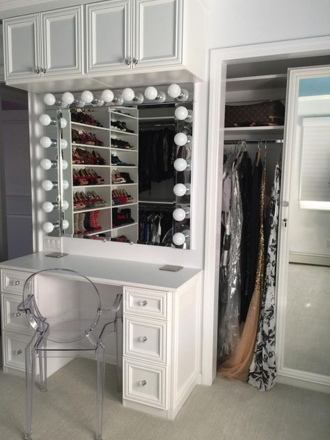 Designer Courtney Blaymore Closely Followed Her Clientu0027s Wishes By  Installing A Make Up Vanity Inside