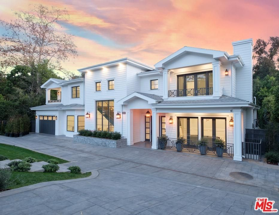 Los Angeles Real Estate Find Houses Homes For Sale In Los Angeles Ca Facade House Classic House Design Dream House Exterior
