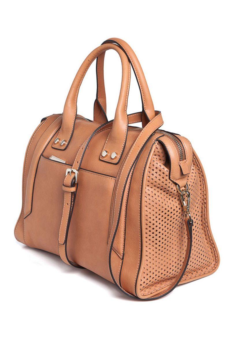 d1ea7e94f Bowling bag en piel natural con troquelados laterales de Uterqüe ...