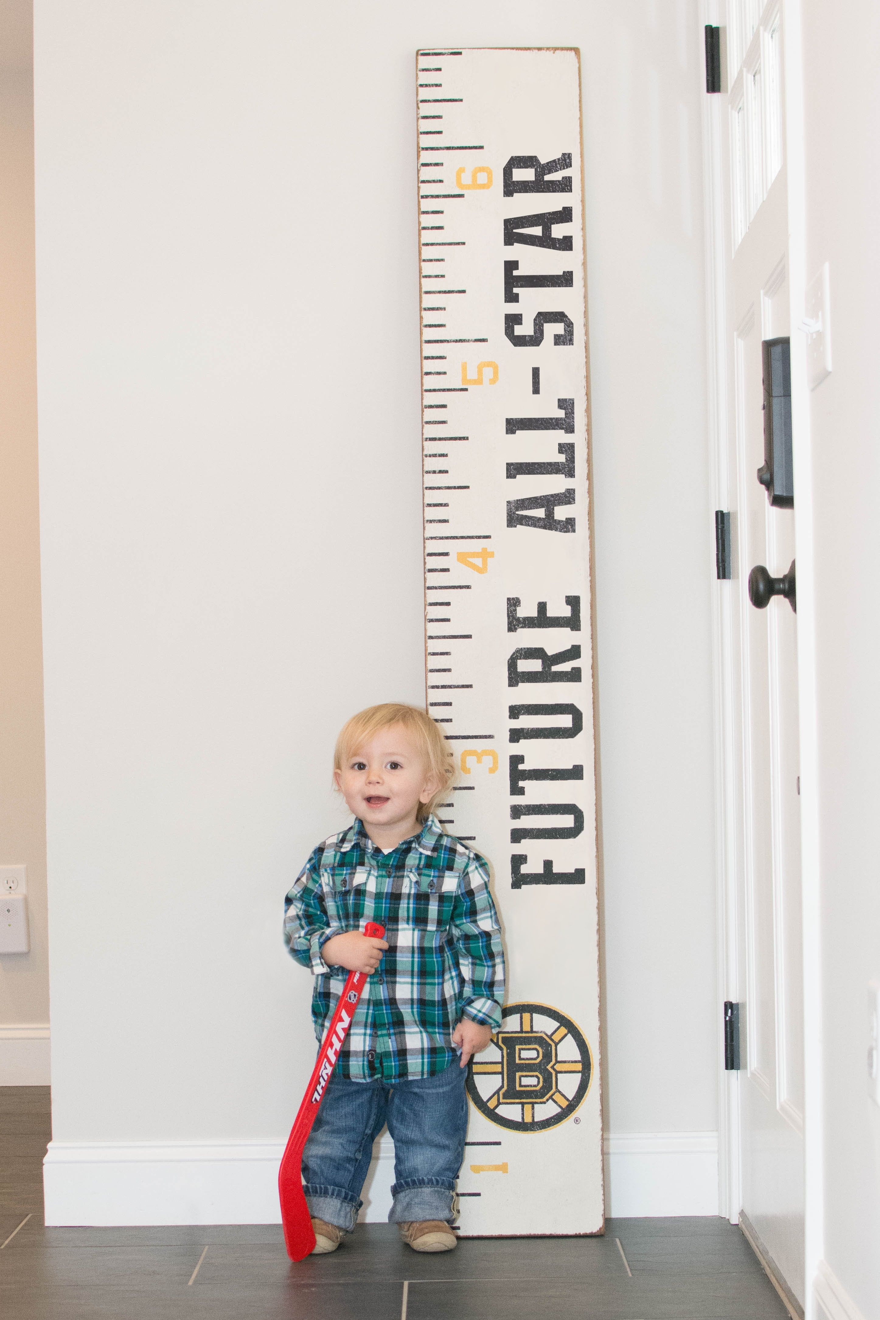 Decorate a child's bedroom with this Rustic Marlin growth chart for the little Bruins Fan in your life.