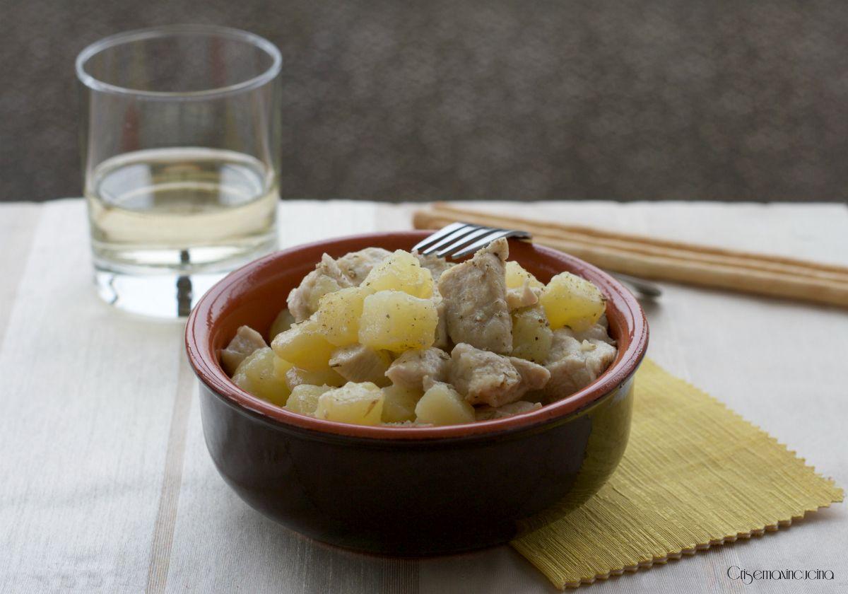 BOCCONCINI DI POLLO CON PATATE,   http://blog.giallozafferano.it/crisemaxincucina/bocconcini-di-pollo-con-le-patate-ricetta-facile/