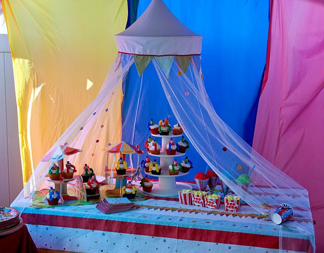 GET SMALL READING TENT FROM ORIENTAL TRADING AND DRAPE IT