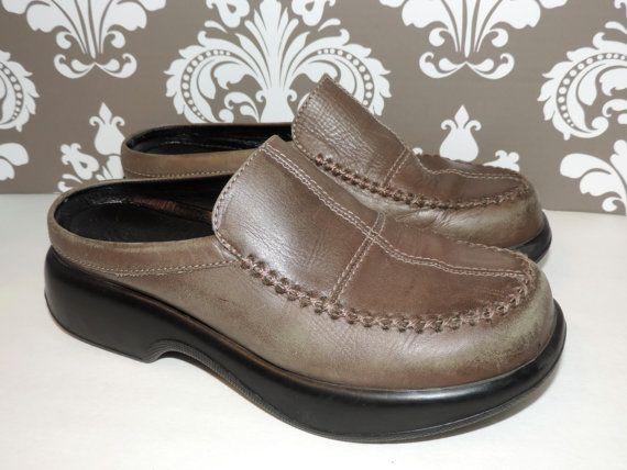 621bb70c4371 Dansko Size 39 Size 8 - 8.5 Womens Moss Tan Green Clogs Shoes Vintage on  Etsy