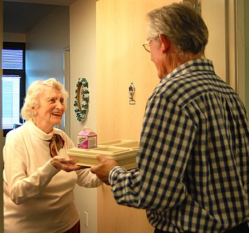 St. Vincent Meals on Wheels relies on the compassion of an army of angels—our volunteers! More than 275 great volunteers help prepare and deliver nutritious meals to more than 3,000 clients a day.