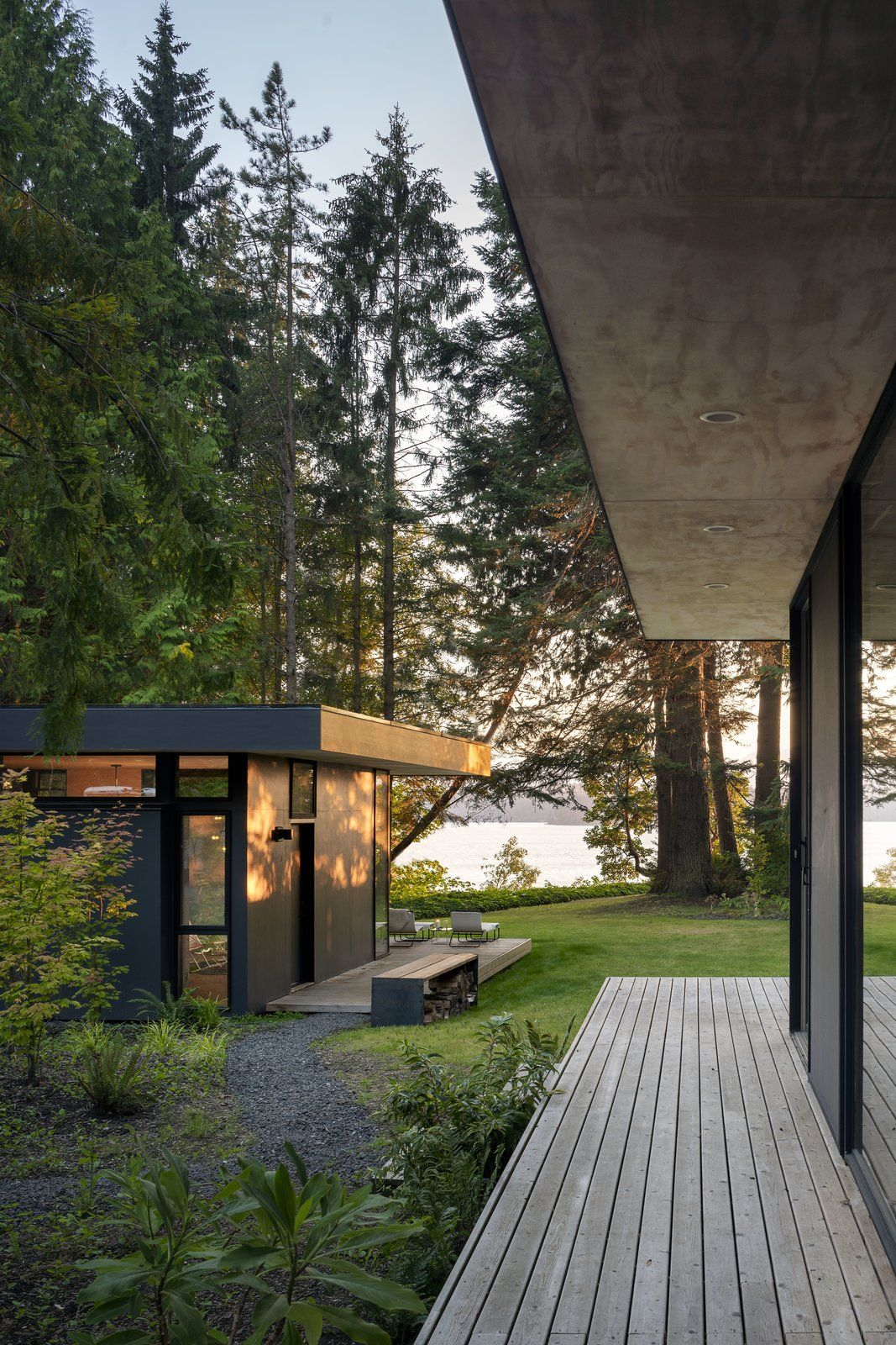 Photo 4 Of 23 In Hood Cliff Retreat By Wittman Estes Architecture
