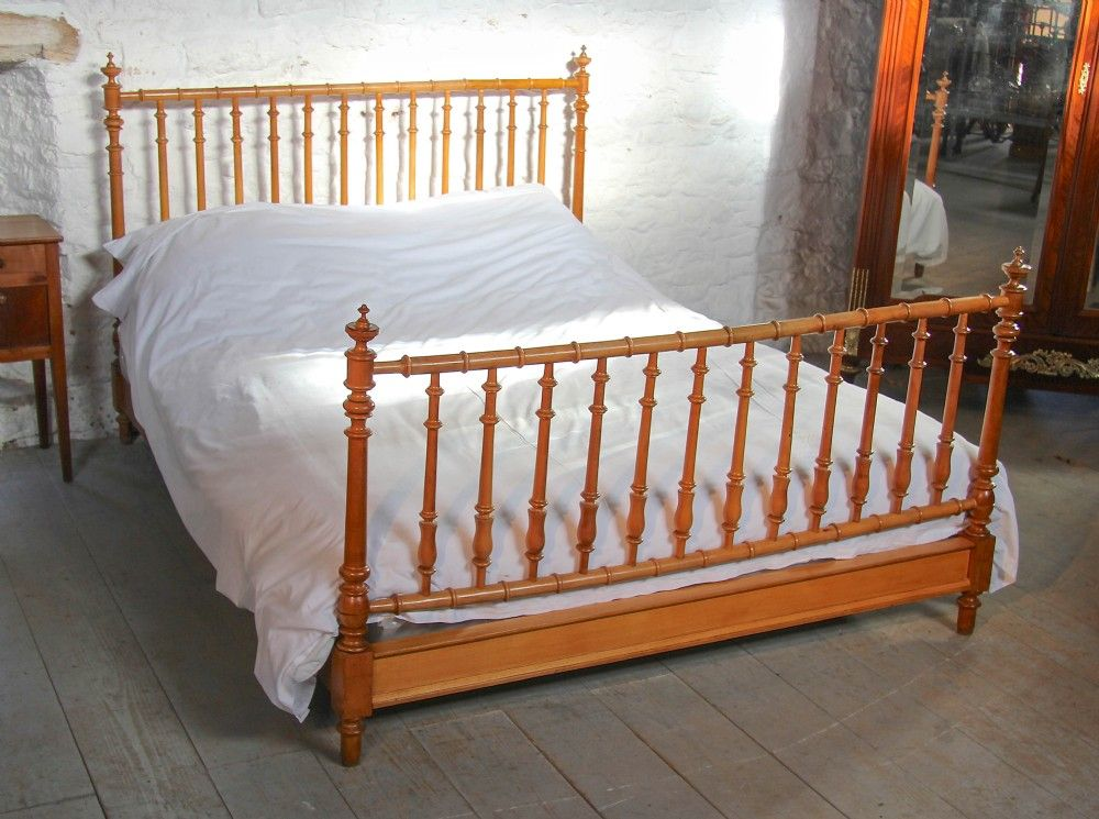 FRENCH FAUX BAMBOO KING SIZE SPINDLE BED Spindle bed