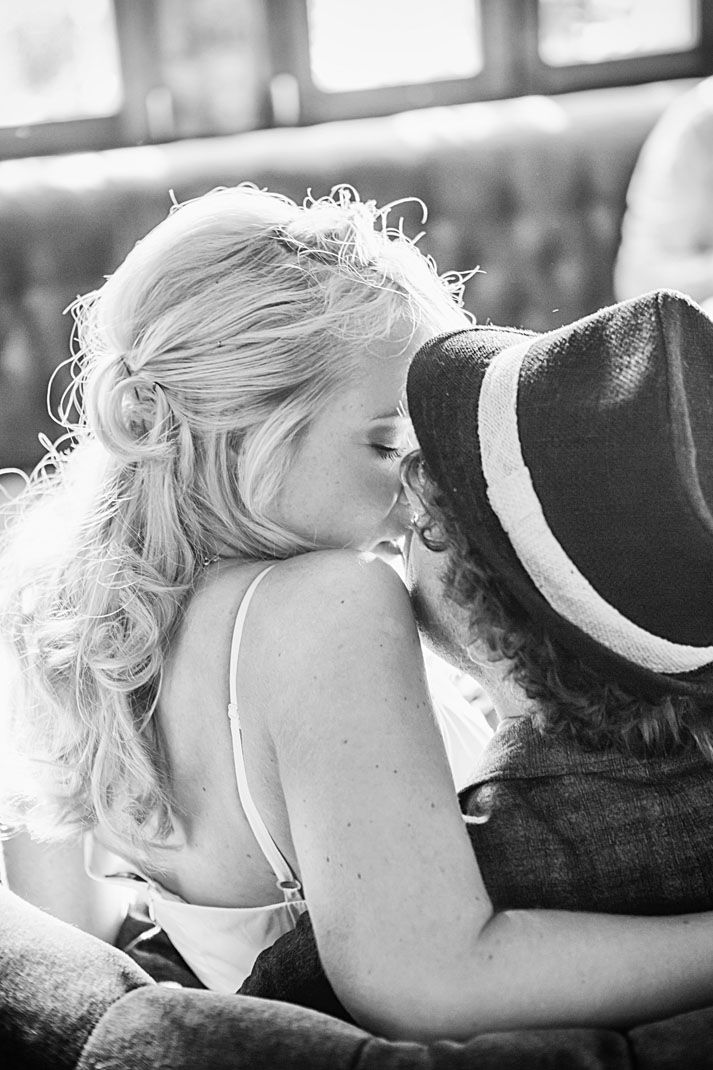 schönes Kussfoto Brautpaar