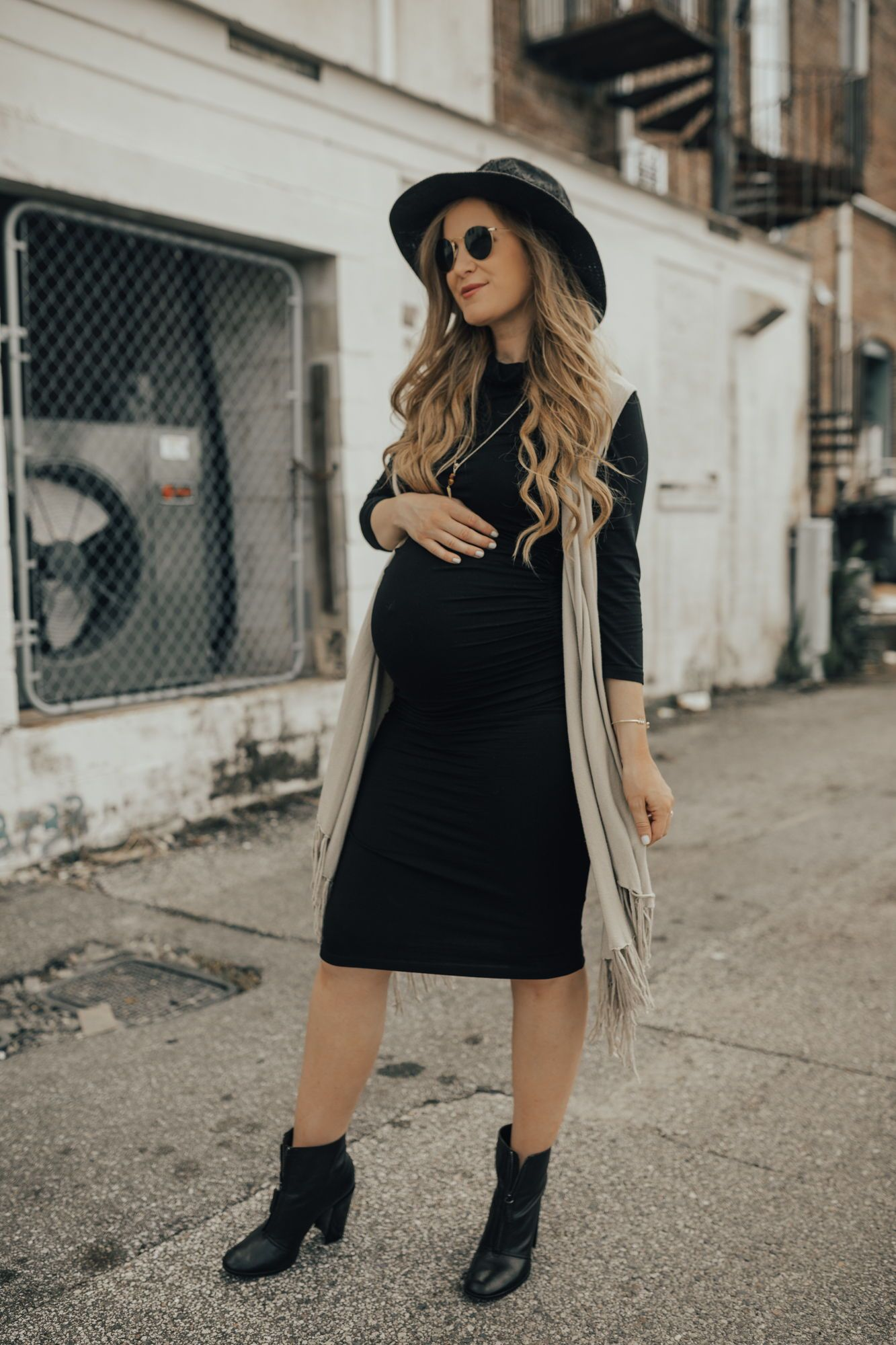 68cc0659c92 ... Style Picks by Upbeat Soles. Cute maternity date night outfit with  stretchy maternity dress