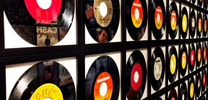 Ci sono molti modi per occupare questo periodo di quarantena, per esempio scoprire oppure riascoltare gli album che hanno segnato la musica Elettronica, House, Techno e Hip Hop.  #iorestoacasa #stayathome  #music #newmusic #recensioni #edm #party #housemusic #techno #techhouse #ibiza #melodictechno