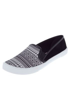 d9763a0dc5 Slip On Moleca Étnico Preto Branco Sapato Baixo