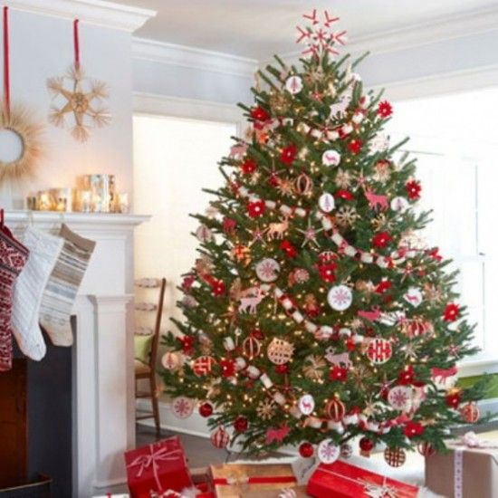 Modern Christmas Tree Decor love this traditional colour scheme in a modern country christmas