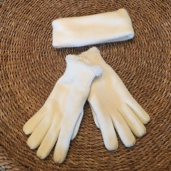 ❄️SALE❄️ Isotoner Cream Gloves & Headband Set Super cute matching gloves and head hand set, goes with everything! Only worn a couple times Isotoner Accessories Gloves & Mittens