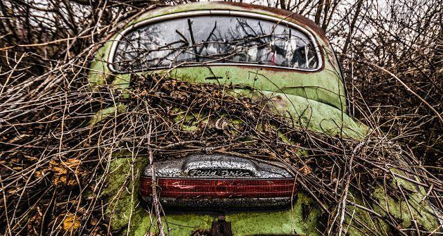 18 foto di macchine abbandonate