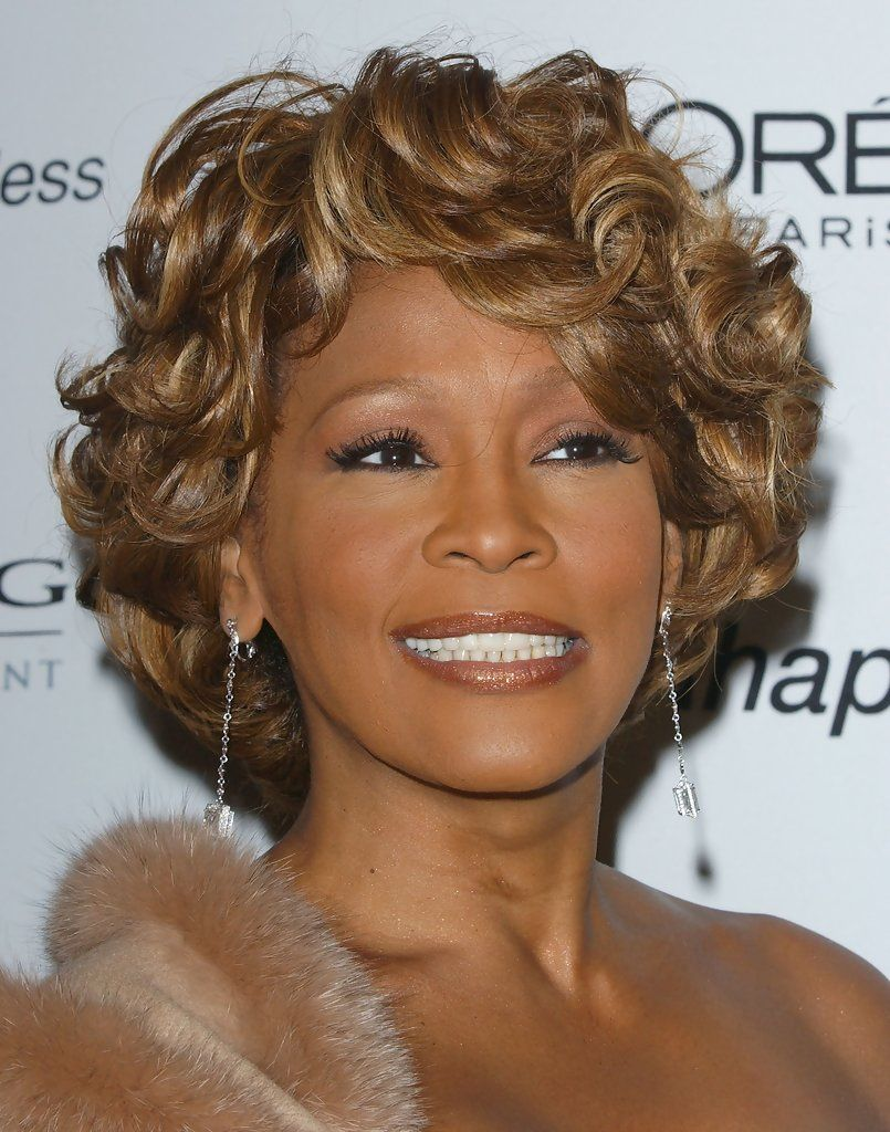 Whitney Houston Short Curls Short Hair Styles Short Curls Whitney Houston