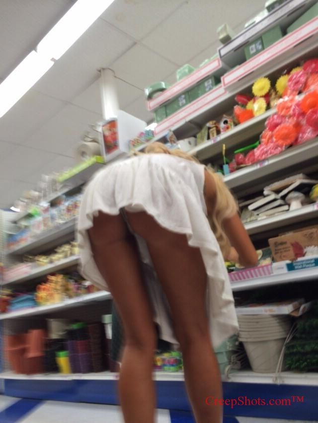 Upskirt im Supermarkt HOT BLONDE MILF
